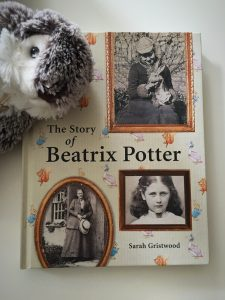 Couverture de The Story of Beatrix Potter, by Sarah Gristwood